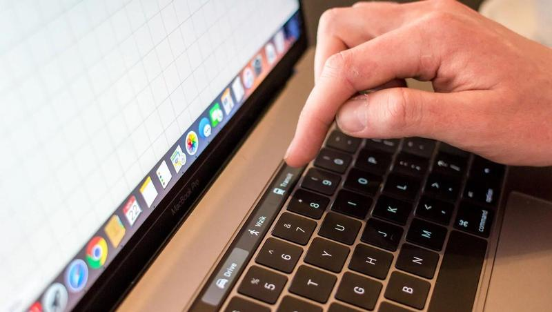 macbook pro touch bar funciones